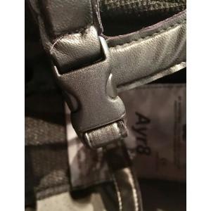 AYR8 Plus Sparkly Center Leatherlook ridhjälm Charles Owen OBS! Spännet är rätt på denna bild!